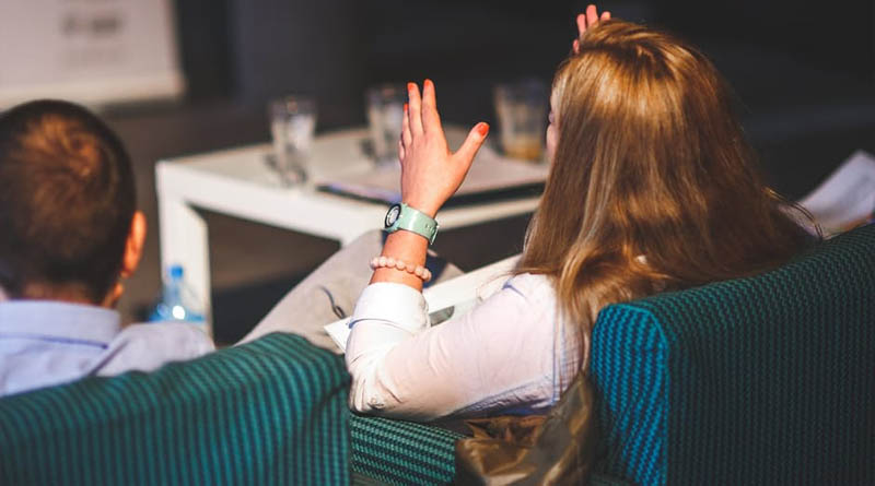 HOW TO DEAL WITH HECKLING WHEN GIVING A PRESENTATION