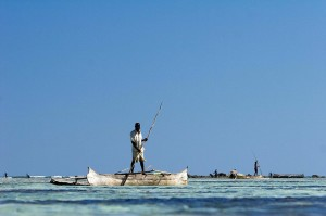 Small-scale fisheries support the livelihoods of over 500 million people worldwide. Training and supporting communities to manage and conserve their natural resources is vital to help rebuild tropical fisheries. (Credit: Blue Ventures / Garth Cripps)