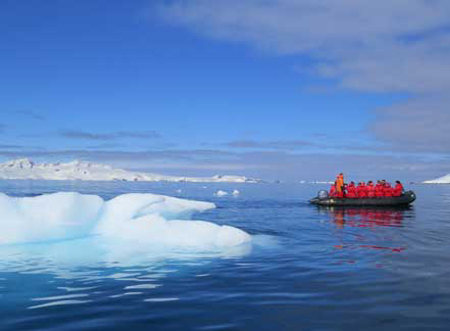P-Mikklesen-Harbour-ice-zodiac-antarctica