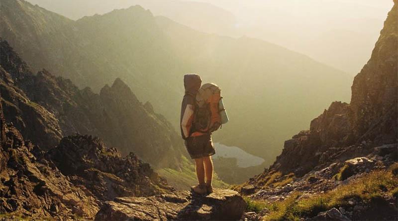 p-travel-mountain-valley-walking-exploring-tourist